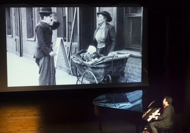 El chico de Chaplin - Creaciones Codo con Codo